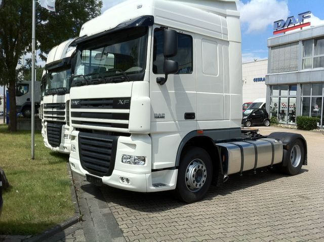 tractora-DAF-FT-XF-105-460-MANUELL-SPACE-CAB-BUILDING