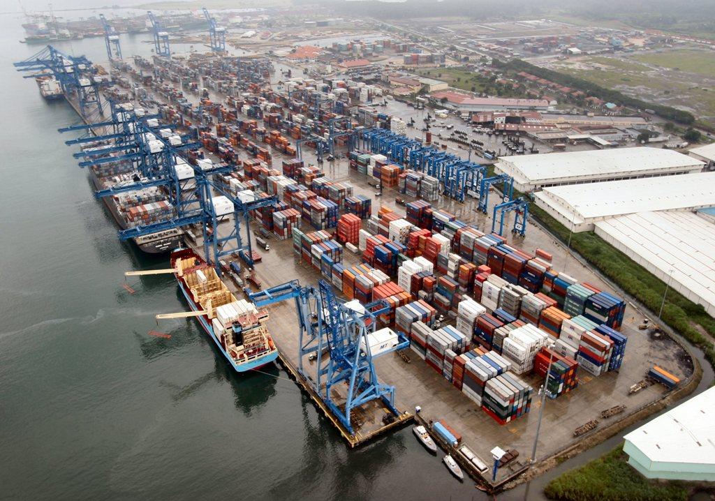 Puerto de Manzanillo opera 2 millones de contenedores