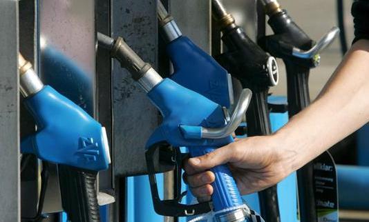 EEUU estudia aumentar los impuestos de gasolina y diesel