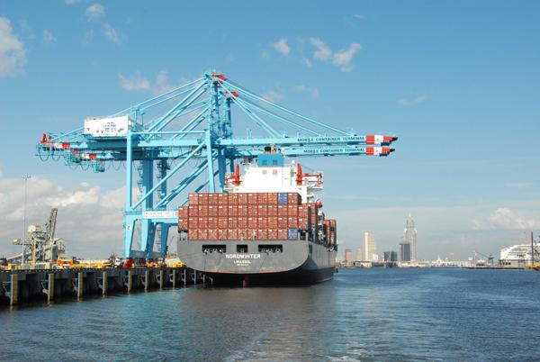 Más importaciones en los puertos de EEUU