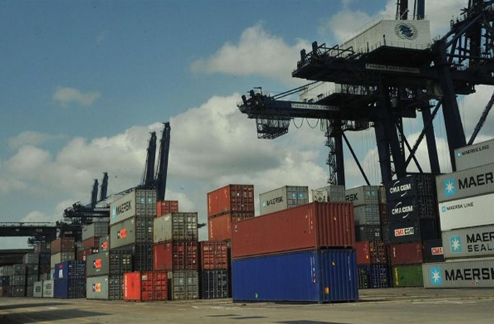 críticas a la bajada de tasas en los puertos españoles