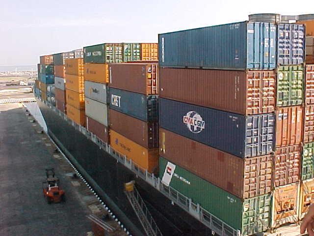 Cae el tráfico de mercancías naval en España