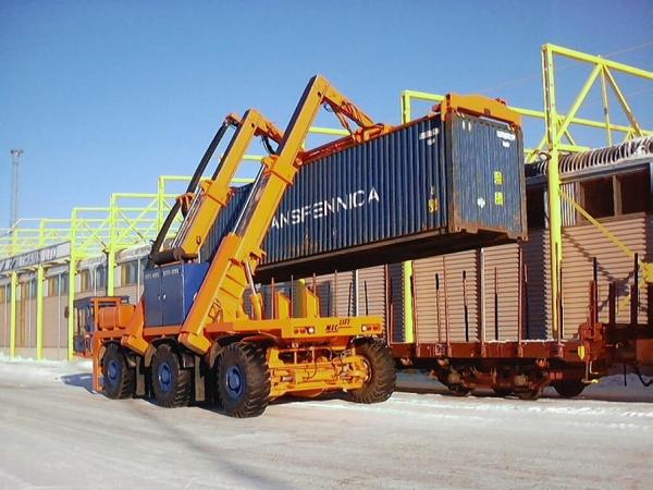 Kalmar presenta un nuevo prototipo de reach stacker