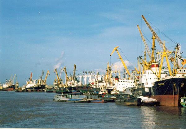 Vietnam mejorará sus puertos para aliviar la congestión