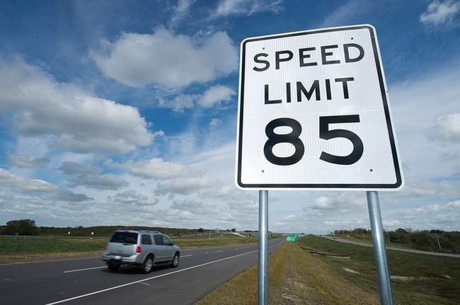 Illinois Trucking Association pide reducir los límites de velocidad