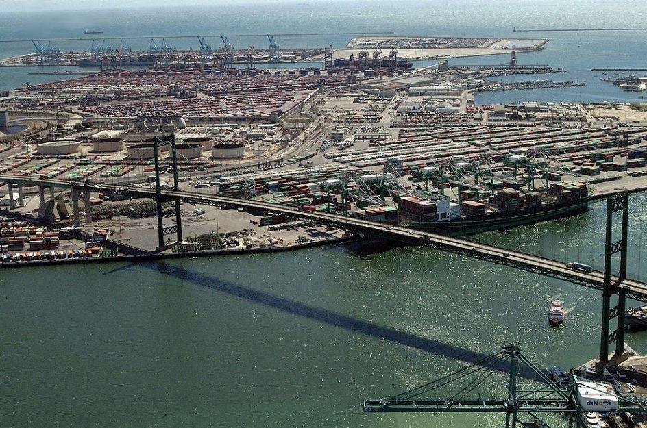 Puerto de Los Ángeles y Long Beach empiezan el año de forma irregular