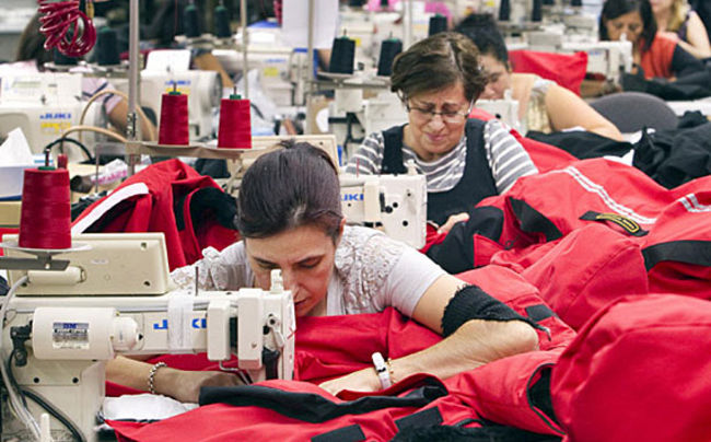 Las manufacturas caen en marzo más de lo esperado