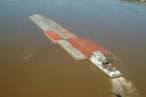 El río Paraná recibe sus nuevos remolcadores