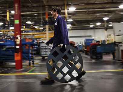 El sector manufacturero sigue ganando empleados