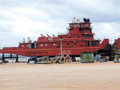 China quiere subastar las barcazas construidas para Bolivia