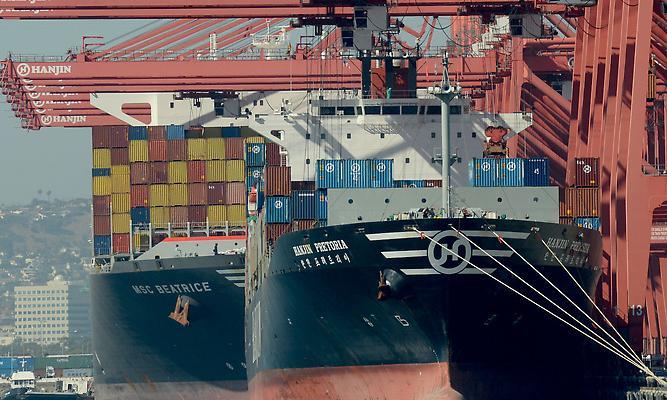 Examinan consecuencias de hipotética huelga en puertos Costa Oeste