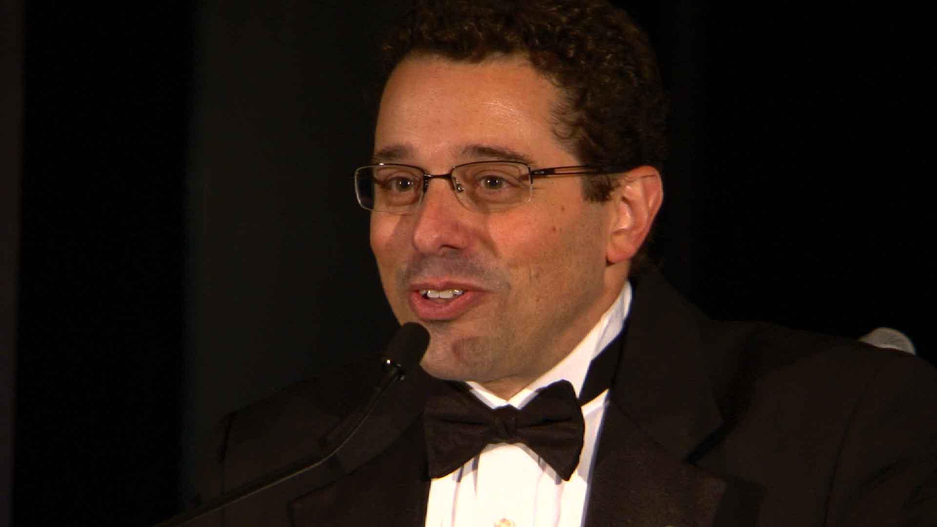 Claudio Bozzo recibe un premio por su labor en MSC