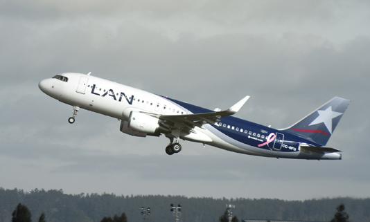 Avión-Lan-Airlines-despegando