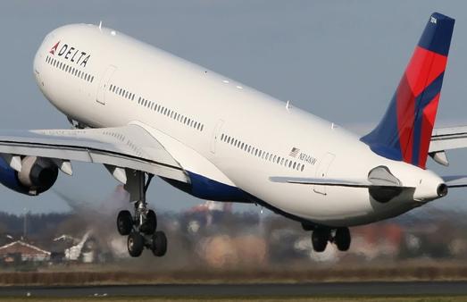Delta-Airlines-avion-despegando