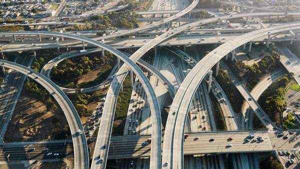 Informe destaca que inversión en infraestructuras genera empleo