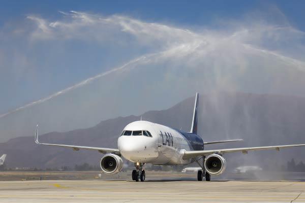 Latam-llegada-avion-Lan