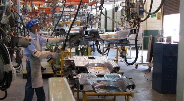 Manufacturas crecen lentamente en noviembre