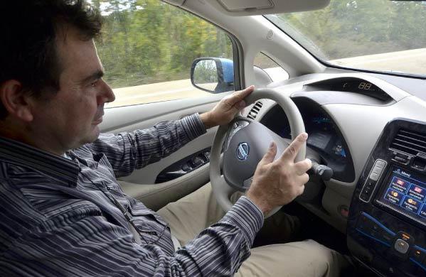 coche-electrico-conductor