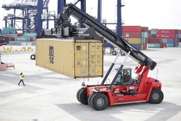 Kalmar entrega reachstackers a ICTSI