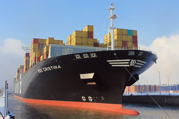 Navios Maritime Partners adquiere MSC Cristina