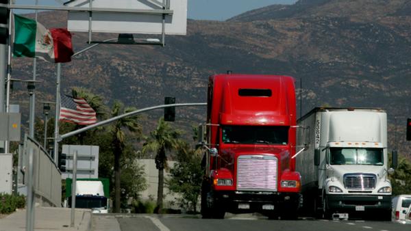 Transporte mercancías por carretera aumenta en México y Estados Unidos
