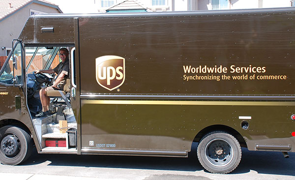 UPS-trabajador-camion