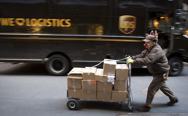 UPS-trabajador-paquetes