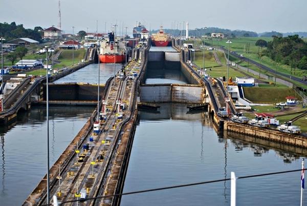 Canal de Panamá evalúa cambios en sus peajes