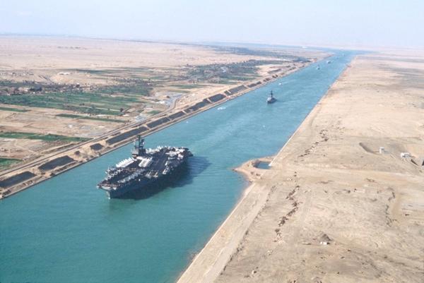 Canal de Suez duplica su tamaño