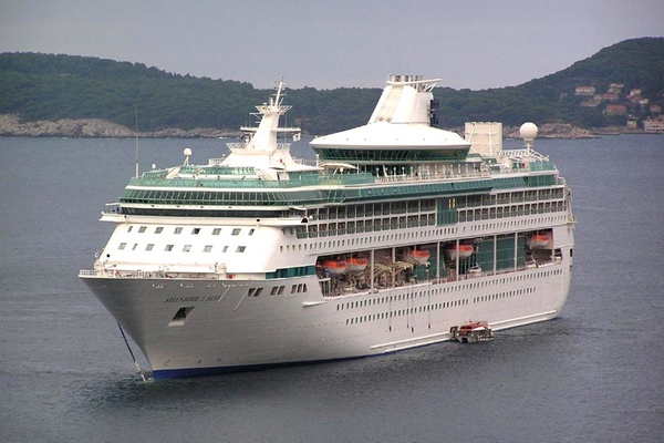 Royal Caribbean vende el Splendour of the Seas