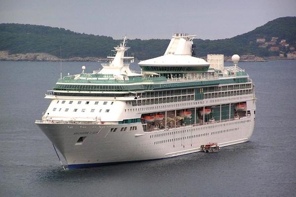 Royal Caribbean vende el Splendour of the Seas