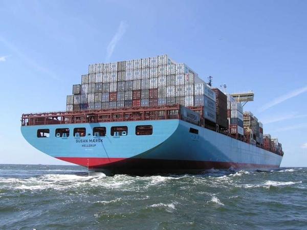 Buque de Maersk encalla en el Canal de Suez