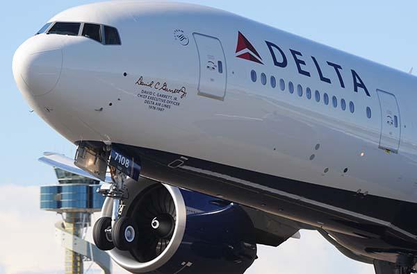 Delta-Avion-aeropuerto-Sidney