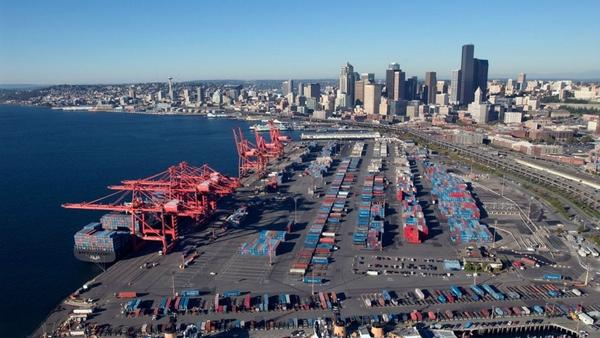 Puertos Costa Oeste reducen su congestión