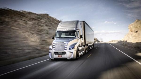 Camión autónomo recorre carreteras de EEUU