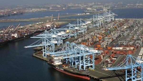 Informe destaca vuelta a la normalidad en puertos de EEUU