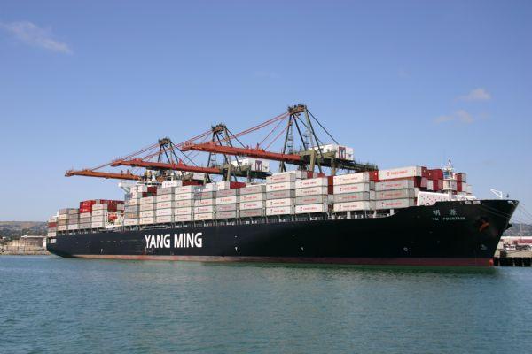 Yang Ming opera un nuevo buque