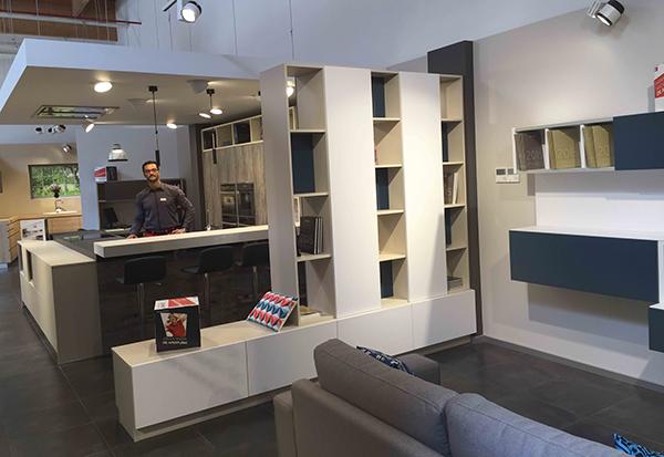 nueva condomina inaugura tienda de schmidt