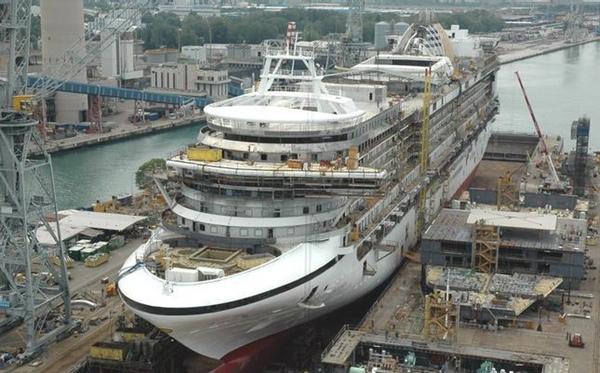 Fincantieri celebra el lanzamiento de dos buques