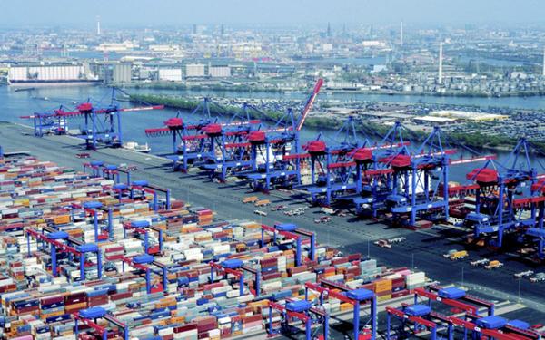 Hamburger Hafen und Logistik encarga nuevas grúas para puerto de Hamburgo