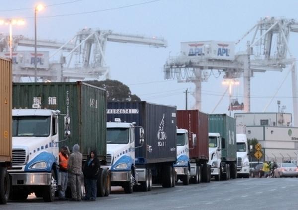Inspecciones de vehículos causan congestión en puertos de EEUU