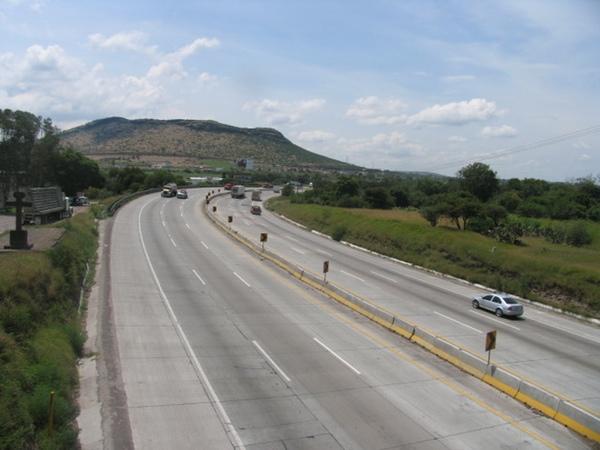 Quince empresas postulan para construir carretera en México