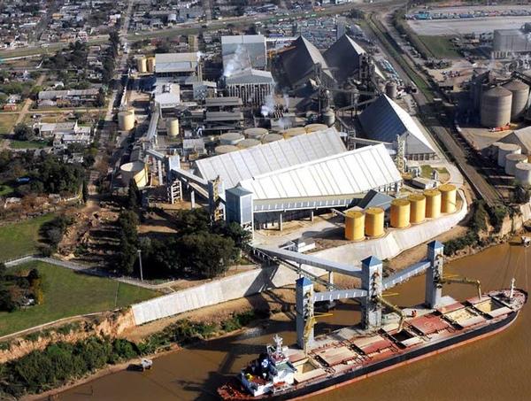 Trabajadores portuarios argentinos suspenden la huelga