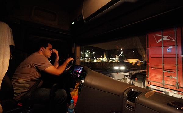 descanso-camion-cabina-transportista