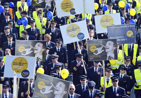 empleados de Lufthansa en huelga