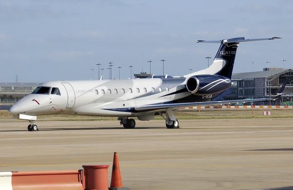 Embraer entrega aviones y recibe nuevos pedidos