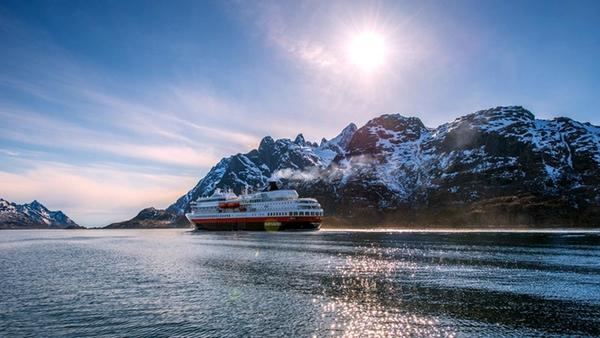 Hurtigruten organiza concurso para nombrar su nuevo buque