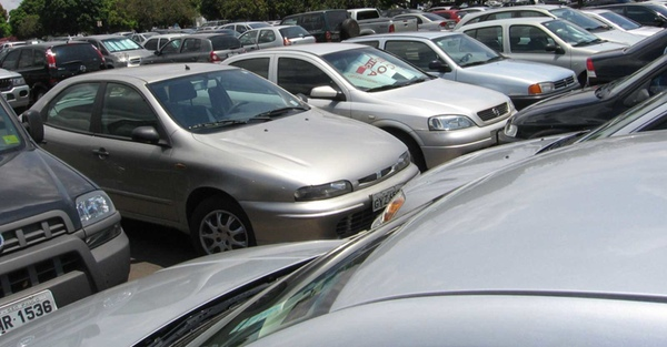 México reduce importaciones de vehículos ilegales