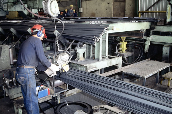 Producción industrial desciende en Chile