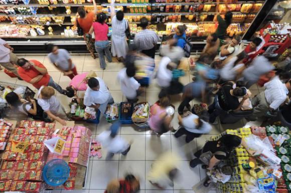 Ventas minoristas descienden en Brasil